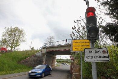 Lange ein gewohnter Blick für Radfahrer: Sie schauen in Dennheritz auf eine rote Ampel.