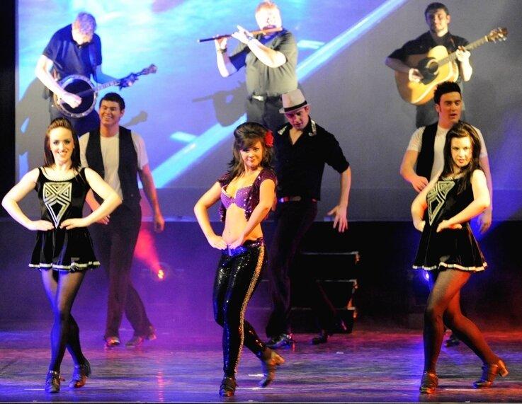 """<p class=""""artikelinhalt"""">Auf diese Weise wird der Kulturbetrieb aufrechterhalten. Die Gäste dürfen mitreißende Veranstaltungen wie """"Dance Masters - Best Of Irish Dance"""" auch während der Umbauarbeiten erleben. </p>"""