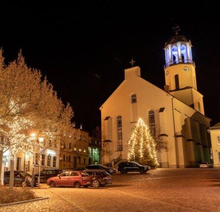 Dort spielten drei Wochen lang Mitglieder des Posaunenchors nach dem 18-Uhr-Läuten weihnachtliche Weisen.