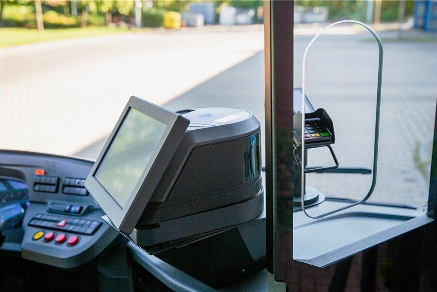Mit den neuen Kassen in den Linienbussen der CVAG läuft der Fahrscheinverkauf komplett bargeldlos.