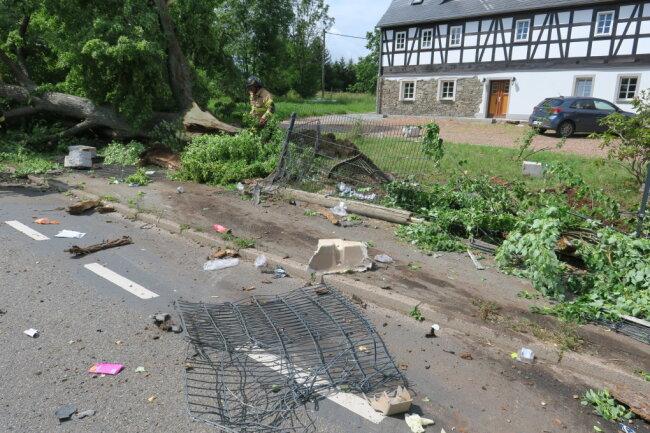 Ein Laster ist in Gablenz von der August-Bebel-Straße abgekommen.