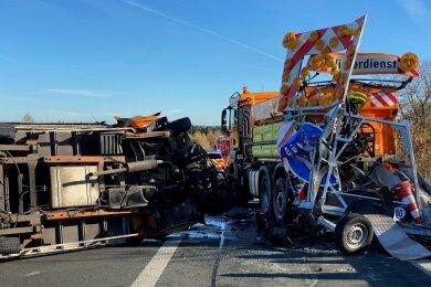 Auf der A 72 Richtung Chemnitz zwischen Reichenbach und Zwickau ist es am Freitagvormittag zu einem schweren Unfall gekommen.