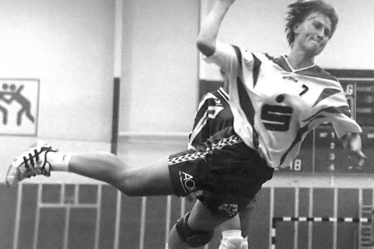 Sandra Steudemann beim Ausholen zum Wurf. Szene aus einem Spiel des BSV Sachsen Zwickau gegen Most am 23. August 1997.