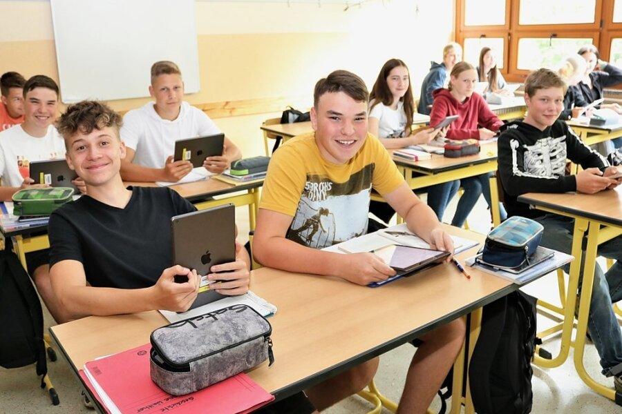Unterricht in der Heiner-Müller-Oberschule Eppendorf: Die Klasse 9 c verwendet unter anderem I-Pads. Drei Klassensätze sind bereits vorhanden, zwei weitere sollen jetzt angeschafft werden.