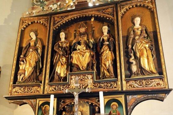 Goldglänzend und filigran: Der Nikolausaltar in der Kirche Oberbobritzsch ist ein Meisterwerk.