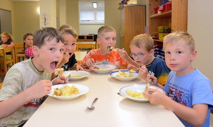 Teermief im Speisesaal: Schüler essen jetzt im Kindergarten