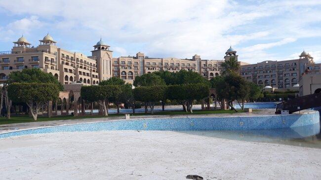 Untergebracht ist der CFC in einem großen Hotel unmittelbar am Mittelmeerstrand.