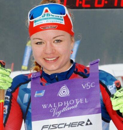 Bei extremem Tauwetter sicherte sich Lisa Dotzauer beim 46. Kammlauf den Sieg im Freistilrennen. Für die 26 Kilometer von Mühlleithen nach Carlsfeld und zurück benötigte sie damals 1:27:55,3 Stunden.
