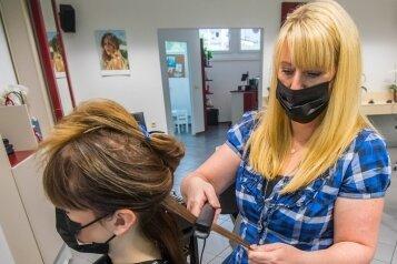 Stephanie Neef hat am Keilbergring in Schneeberg ihren ersten eigenen Salon eröffnet.