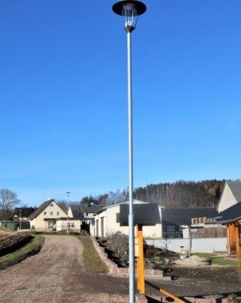 Die Alte Dorfstraße in Frankenstein hat nun eine moderne LED-Straßenbeleuchtung.