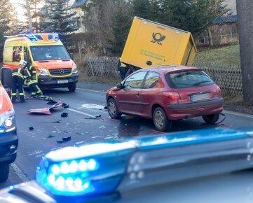 Die Karlsbader Straße blieb wegen des Unfalls für Stunden gesperrt.