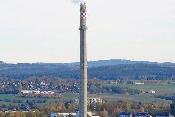 171,7 Meter misst die Esse des Heizkraftwerks Plauen. Auf 123 Meter Höhe nisten Wanderfalken.