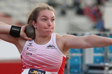 Jolina Lange vom LV 90 Erzgebirge, die erst seit sechs Wochen wieder trainieren kann, gewann in Rostock Bronze im Kugelstoßen.
