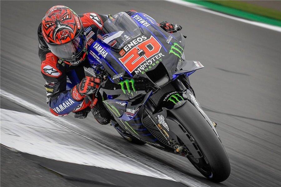 Der Franzose Fabio Quartararo in Silverstone auf dem Weg zu seinem Sieg im MotoGP-Rennen.