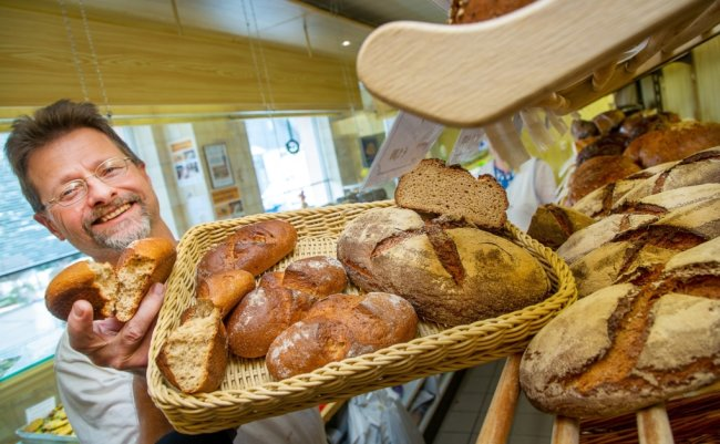 Die aktuelle Kreation von Bäckermeister Ralf Forberger erinnert an die Falkenauer Bergbautradition und unterstützt den Heimatverein.