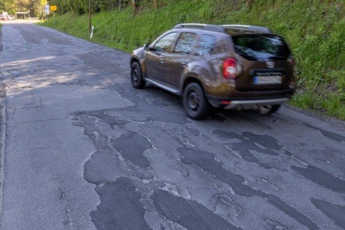 Die Staatsstraße, die durch Sehmatal führt, ist in mehreren Abschnitten marode - insbesondere zwischen Cranzahl und Neudorf.