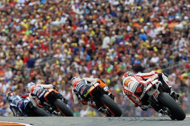 2011 (Foto) kamen an den drei Grand-Prix-Tagen 230.133 Zuschauer zum Sachsenring - der Höchstwert seit Rückkehr der Motorrad-WM 1998 nach Hohenstein-Ernstthal. Im vergangenen Jahr waren es 201.162.