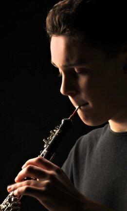 Nathaniel Heine und seine Oboe. Mit dem Instrument erspielt er sich seit Jahren Preise auch bei internationalen Wettbewerben.