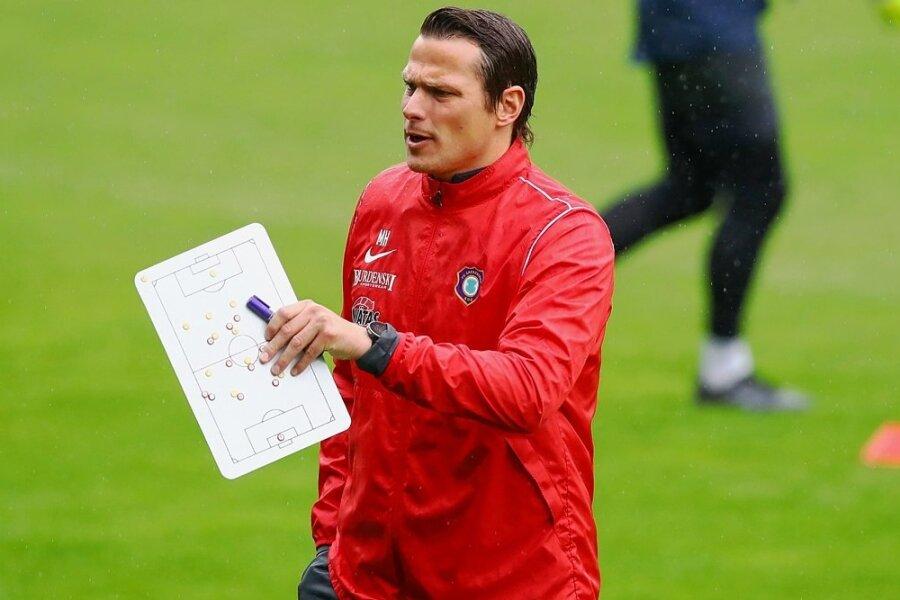 Marc Hensel steht nach der Krankmeldung von Chefcoach Dirk Schuster und Co-Trainer Sascha Franz in der Verantwortung.