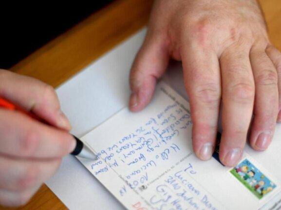 Postcrosser schreiben Menschen in fernen Ländern.