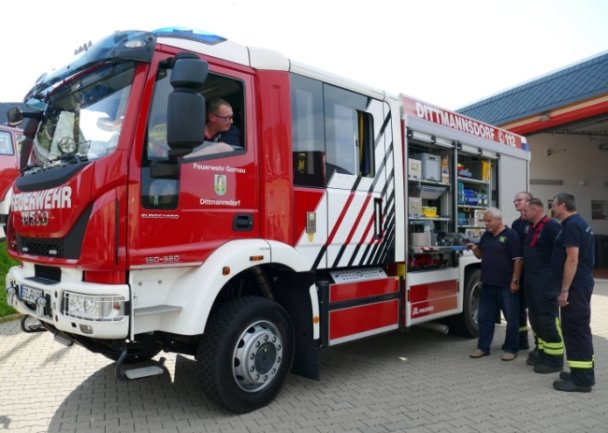 Direkt nach der Ankunft in Dittmannsdorf wurde das neue Löschgruppenfahrzeug gleich mal näher unter die Lupe genommen.