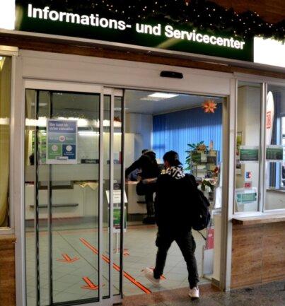 Das Informations- und Servicecenter im Oberen Bahnhof in Plauen ist der einzige Anlaufpunkt für Ticketverkauf und Beratung im Vogtlandkreis. Doch der Fortbestand ab 30. September ist ungewiss.