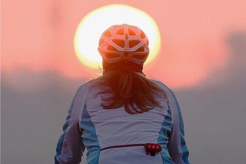 Eine Helmpflicht für Radfahrer gibt es in Deutschland nicht. Trotzdem setzen sich viele freiwillig einen Kopfschutz auf.