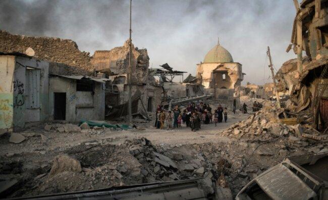 Mossul ist zwar so gut wie befreit. Der Westteil der einstigen irakischen Hochburg des IS liegt aber in Schutt und Asche. Tausende Zivilisten sind bei ihrer Flucht zwischen die Fronten geraten.