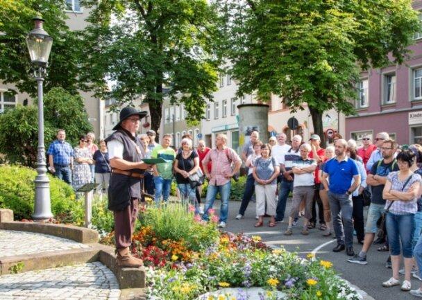 Eine der ersten Stationen beim ausgebuchten Nachtwächter-Rundgang mit Christian Bretschneider in Lichtenstein war der Altmarkt.