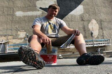 Graffitikünstler Tino Schneider hat mit der Arbeit am 60 Meter hohen Förderschacht des Martin-Hoop-Werkes begonnen.