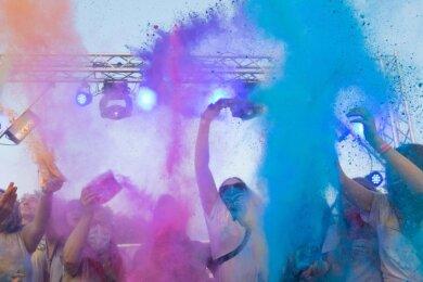 2019 fand zum ersten Mal ein Holi-Festival in Annaberg statt. Auch an diesem Wochenende sollen die Farbbeutel wieder in die Luft fliegen.