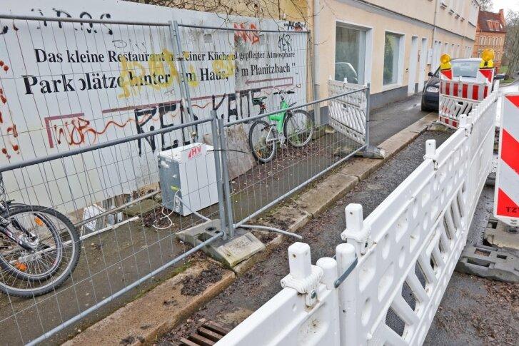 Stützmauer soll Straße künftig vor dem Abrutschen retten
