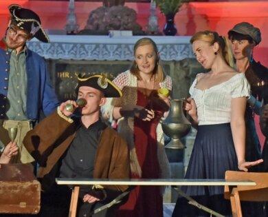 """""""Ein bissel fürs Hirn, ein bissel fürs Herz"""" hieß der Hauptbeitrag des Musical-Studios W. M. zum Musikwochenende in Wolkenburg. Im Bild eine Szene aus dem Stück """"Les Miserables""""."""