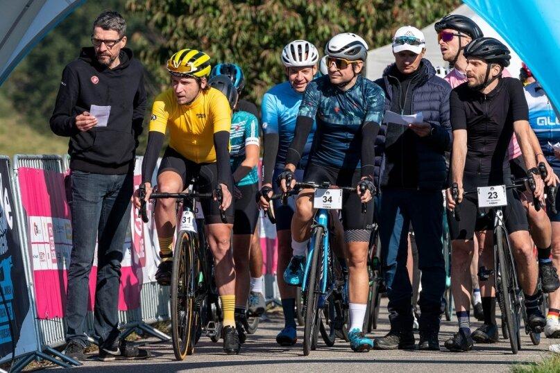 """Der Start zum Zeitfahren sowie dem Verfolgungsrennen erfolgte am Samstag in Sörnzig. Einen Tag später gingen 29 Aktive beim """"Everesting"""" auf die Strecke. Dabei strampelte der Sieger, Roy Bruns, satte 102-mal den Anstieg hinauf und verbesserte seinen Rekord aus dem Vorjahr."""