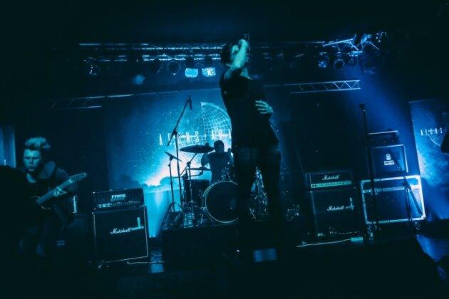 Neuer Name, neues Album, neue Bühnenpräsenz: Die vogtländische Band Aeons Apart am Freitag in Leipzig.