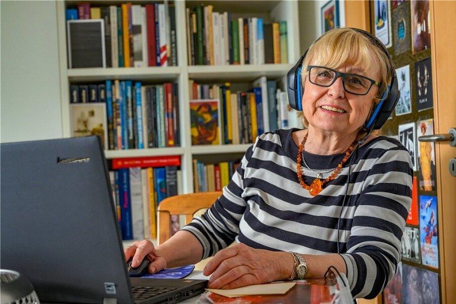 Sie ist fast immer online - Christine Bauer aus Chemnitz organisiert Referenten für das Seniorenkolleg an der TU Chemnitz.