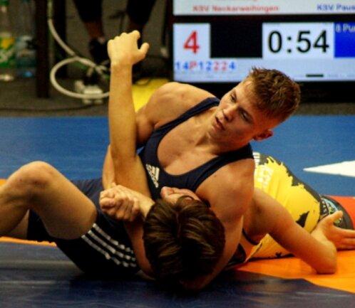 Max Schmalfuß (oben) vom KSV Pausa holte bei den Deutschen Meisterschaften der A-Jugendliche Silber in der Klasse bis 65 Kilogramm.