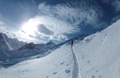 Ohne Hast: Skitourengehen - hier auf den 2642 Meter hohen Tristkogel am Kapruner Kitzsteinhorn, jeden Donnerstag in Begleitung von erfahrenenBergführern.