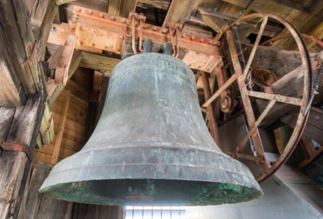 Seit Sommer 2018 wird die große, 1100 Kilogramm schwere Bronzeglocke nicht mehr geläutet. Sie wurde 1522 gegossen und befand sich in den 1940ern wegen des Krieges in Bahrenfeld bei Hamburg.