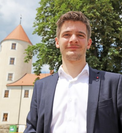 Am Schloss Freudenstein, der Heimat der größten mineralogischen Sammlung der Welt, finden Tradition und Moderne zusammen. Alexander Geißler wünscht sich diese Verbindung von Verwurzelung, Zukunft und Innovation auch für den Landkreis.