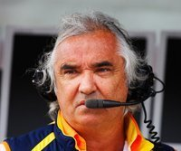 Wehrt sich gegen die Vorwürfe: Renault-Teamchef Flavio Briatore