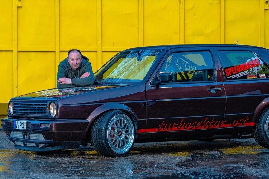 Denny Wimmer mit seinem Kraftprotz: Was aussieht wie eine aufgemotzte Familienkutsche aus den 1990er-Jahren, beschleunigt schneller als viele Supersportwagen.