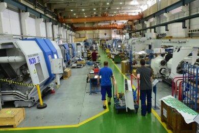 Blick in eine der Produktionshallen der Firma Niles-Simmons Industrieanlagen in Siegmar. Gefertigt werden zurzeit vor allem Werkzeugmaschinen zur Bearbeitung von Teilen für den Schienenfahrzeugbau. Das Unternehmen rechnet wegen der weltweiten Coronapandemie mit hohen Umsatzverlusten.