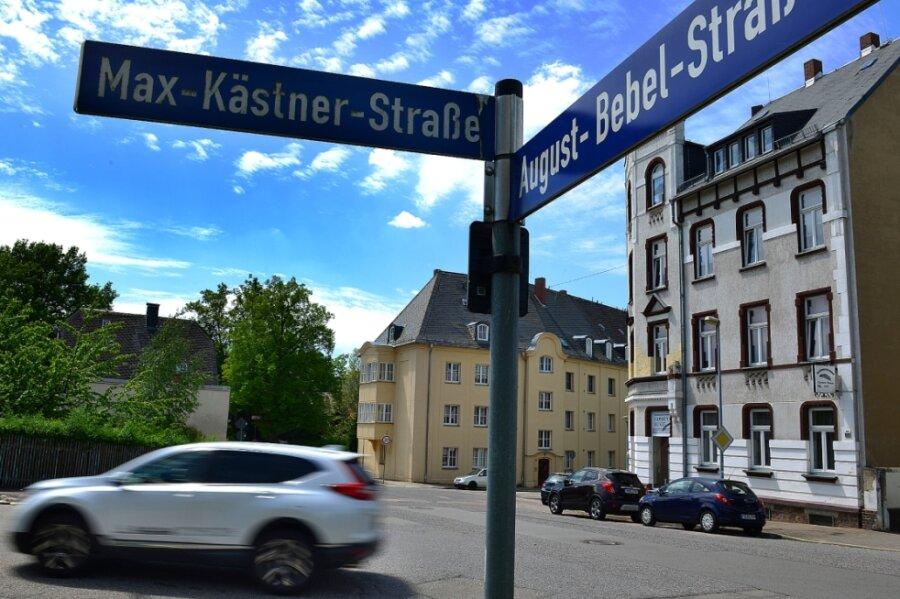 Der Knotenpunkt von August-Bebel-Straße und Max-Kästner-Straße soll zu einem Kreisverkehr umgebaut werden. Die Verkehrssicherheit an dieser Stelle ist unbefriedigend.