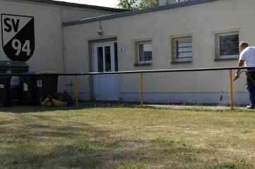 Ein Seitengebäude am Sportplatz des SV 94 Geringswalde.