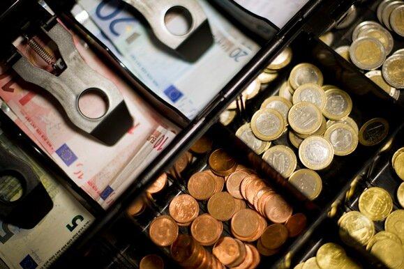 Sparkassen verteidigen das Bargeld