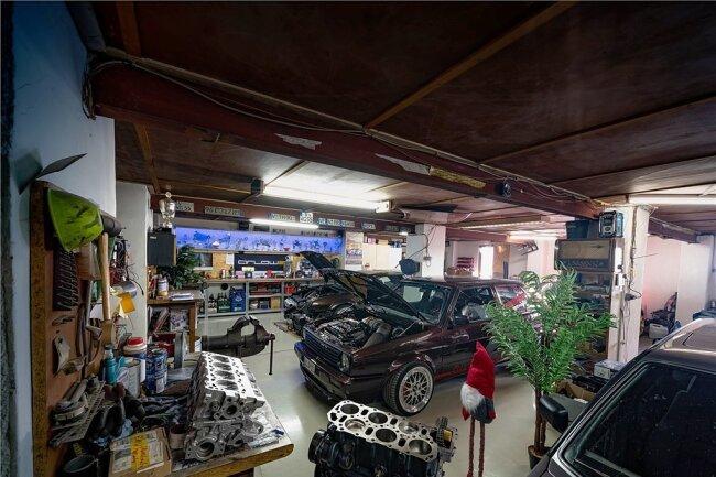 Hereinspaziert: In einer Werkstatt im vogtländischen Falkenstein wird der Wagen immer weiter verbessert.
