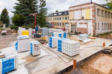 Aktuell erfolgen Fundamentarbeiten für die neue Turnhalle an der Grundschule in Dörnthal. Läuft alles nach Plan, wird das zwei Millionen Euro teure Projekt vor den Sommerferien 2021 abgeschlossen.