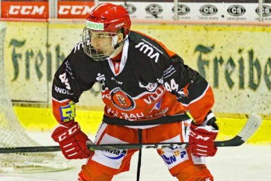 Lucas Böttcher beim 2:1-Heimsieg der Eispiraten am Freitagabend gegen die Dresdner Eislöwen.