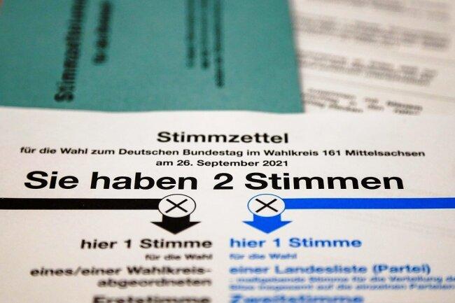 In Mittelsachsen laufen die Wahlvorbereitungen, in Rathäusern können Briefwähler schon jetzt ihre Stimme abgeben.